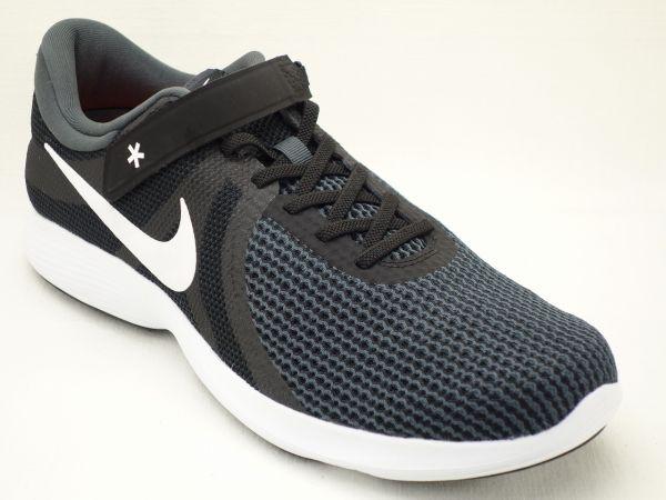 Nike ゴー フライ イーズ ナイキ、手を使わずに「履く」「脱ぐ」ができるシューズ「Nike